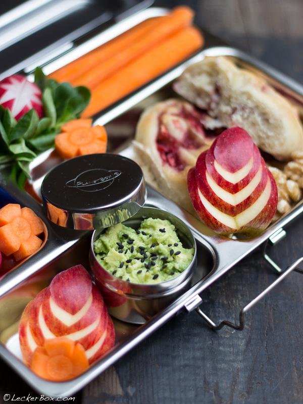 leckerbox 110 vegane erdbeer hefeschnecken und eine bunt gef llte planetbox. Black Bedroom Furniture Sets. Home Design Ideas