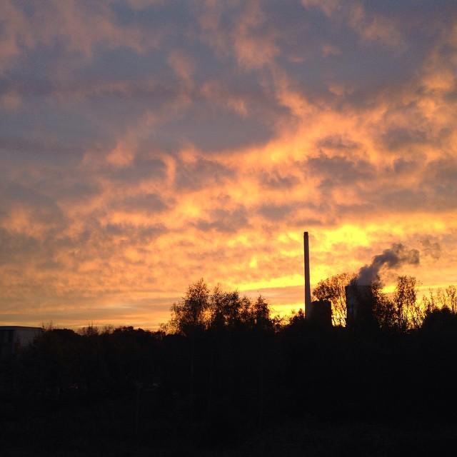 Wochenende! Feierabend! Kraftwerks-Idylle im Sonnenuntergang in Herne-Baukau! #nofilter #sonnenuntergang #skyporn #tiefimwesten #imwesten #ruhrpott #ruhrgebiet #wochenende #weekend
